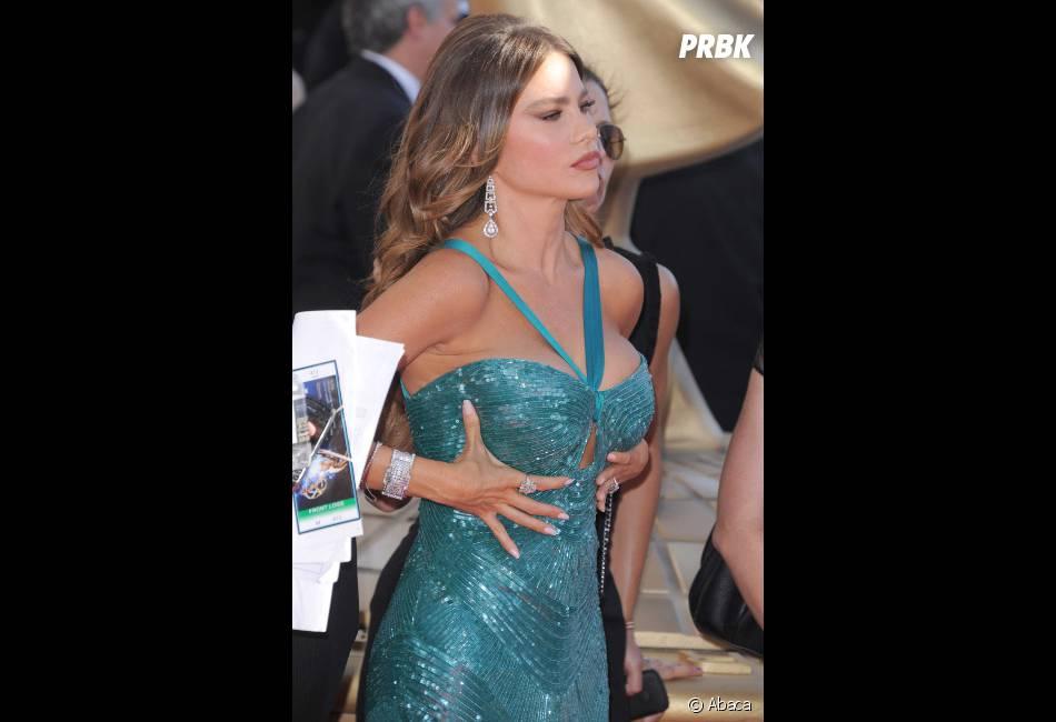 Sofia Vergara remet ses big boobs en place