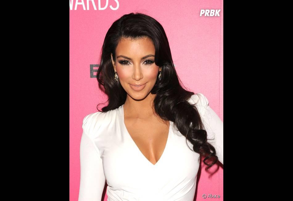 Kim Kardashian, plus explosif au niveau du décolleté !