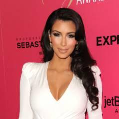 Kim Kardashian VS Kylie Jenner : même robe moulante et décolletée ! Qui est la plus hot ?