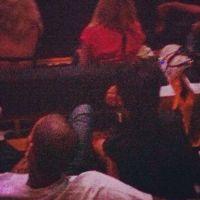 Rihanna et Chris Brown officialisent ? Encore ensemble au concert de Jay-Z ! (PHOTO)