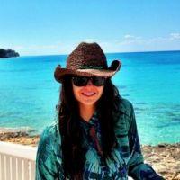 The Vampire Diaries : Nina Dobrev, ses twitpics entre vacances, tournage et enfance (PHOTOS)