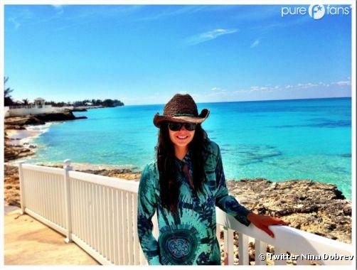 Nina Dobrev en vacances !