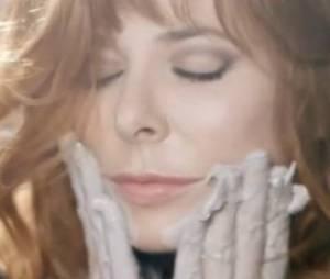 Mylène Farmer a fait une belle surprise à ses fans avec le clip, A l'ombre !