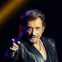 """Johnny Hallyday à St-Etienne : """"Ca va Clermont ?"""" ENORME fail en plein concert ! (VIDEO)"""