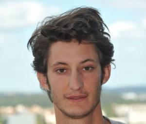 Pierre Niney va vous surprendre dans la peau d'Yves Saint Laurent