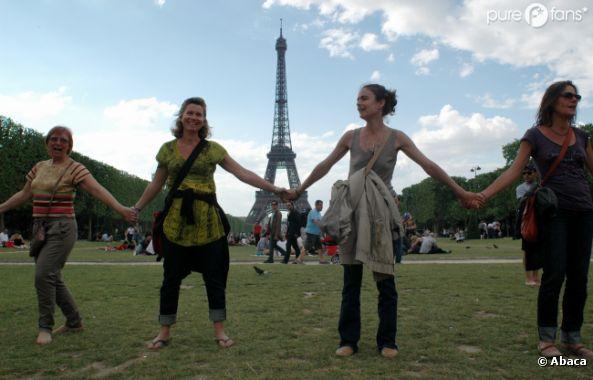 Les meufs sont hyper contentes de pouvoir enfin porter des pantalons à Paris !