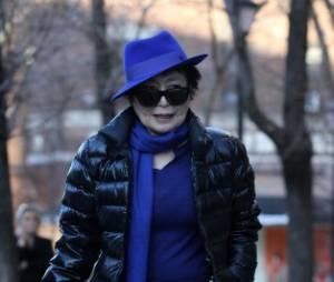 Yoko Ono utilise les lunettes ensanglantées de John Lennon sur Twitter