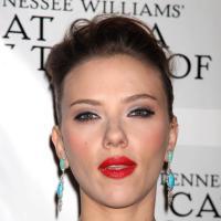 """Scarlett Johansson : """"J'aime mes courbes, ma chute de reins, je me déhanche et j'assume"""""""