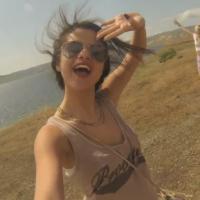 """Selena Gomez : elle oublie Justin Bieber lors d'un """"road trip"""" entre amis"""