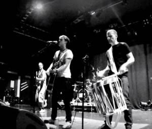 Bastian Baker dévoile les coulisses de ses concerts dans le clip de Tomorrow May Not Be Better