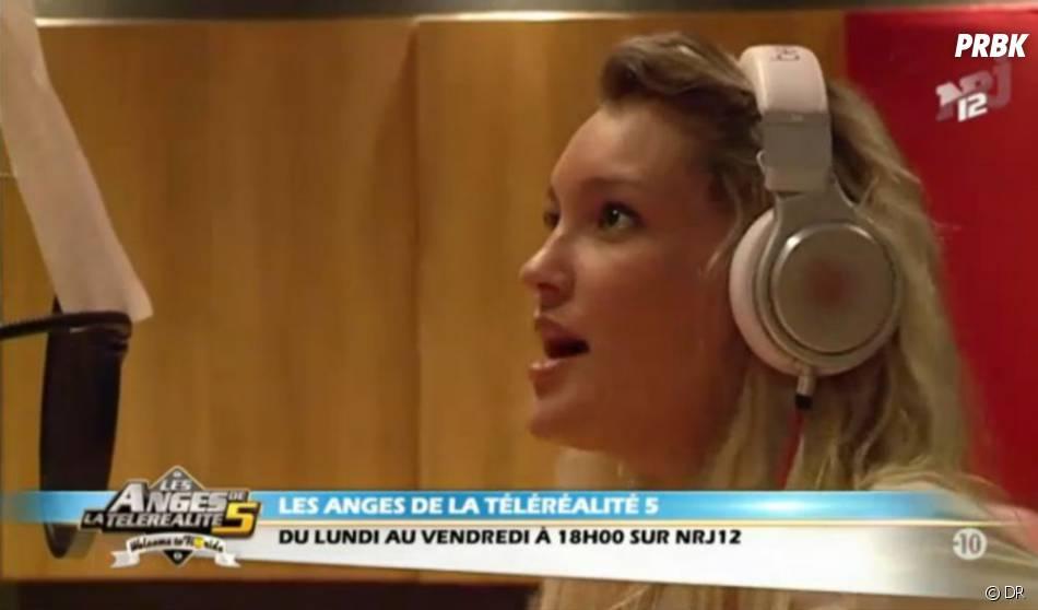 Aurélie chanteuse séduit Gilles Luka dans Les Anges de la télé-réalité 5