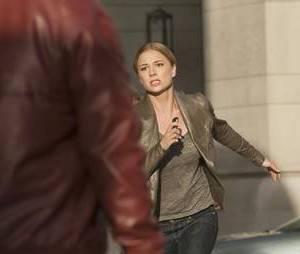 Emily dans une course contre la montre dans le final de la saison 2 de Revenge