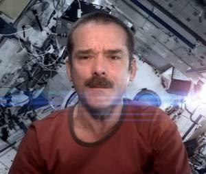 L'astronaute Chris Hadfield interprète Space Oddity