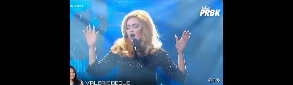 Valérie bègue sous les traits d'Adele : une ressemblance frappante dans Un air de star.