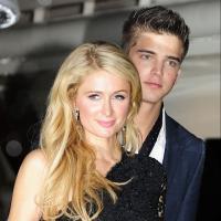 Paris Hilton : son toyboy dégage violemment une fan à Cannes