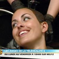 """Les Anges 5 - Maude stressée par son relooking : """"Le coiffeur fait des trucs dans mes cheveux"""" (VIDEO)"""