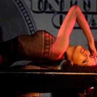 Noémie Lenoir : show sexy au Crazy Horse