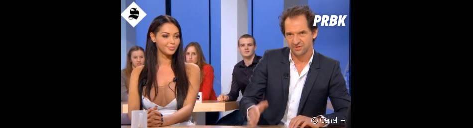 """Nabilla demande une oreillette pour comprendre les blagues de Stéphane de Groodt sur le plateau du """"Supplément"""" de Canal +"""