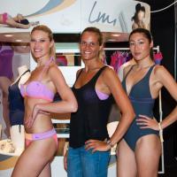 Laure Manaudou : bronzée et souriante pour présenter sa ligne de maillots