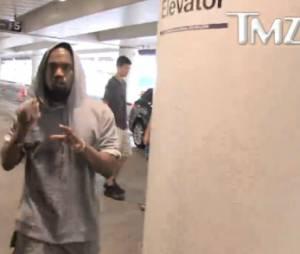 Kanye West s'énerve contre un paparazzi