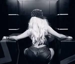 Nicki Minaj shake son booty dans Get Like Me