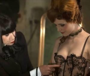 """Elodie Frégé en lingerie sexy signée Chantal Thomass pour """"Un soir de fête à Versailles"""" sur France 2 le 30 juillet 2013"""