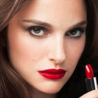 Natalie Portman : sexy et envoûtante pour Rouge Dior