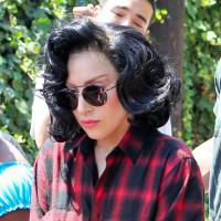 """Lady Gaga se """"fiance"""" à un SDF et avoue... qu'elle sent mauvais"""