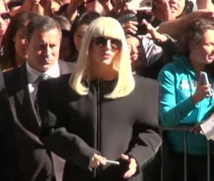 Lady Gaga signe des autographes à New York le 9 septembre 2013