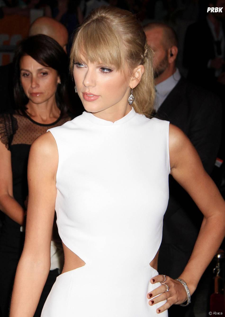 """Taylor Swift toute en blanc pour soutenir """"One Chance"""", le 9 septembre 2013 à Toronto"""