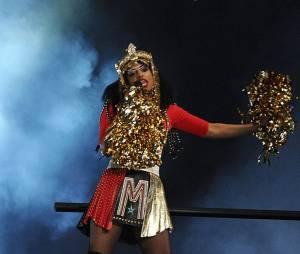 M.I.A. : après son doigt d'honneur au Superbowl 2012, la NFL porte plainte contre la chanteuse