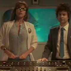 The Spoils of Babylon : Tobey Maguire et Jessica Alba dans un étrange trailer signé Will Ferrell