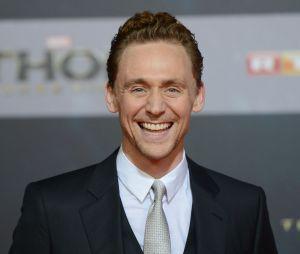 Tom Hiddleston souriant à l'avant-première de Thor : le monde des ténèbres à Berlin le 27 octobre 2013