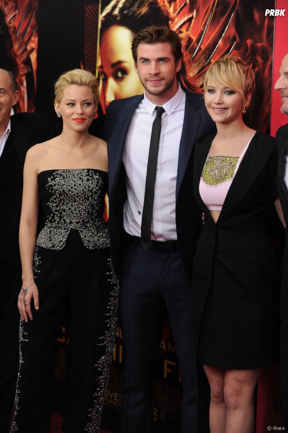 Elizabeth Banks, Jennifer Lawrence et Liam Hemsworth à l'avant-première d'Hunger Games l'embrasement à New York le 20 novembre 2013