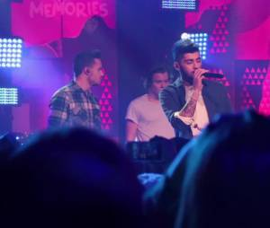 Les One Direction chantent Story Of My Life lors de leur 1D Day