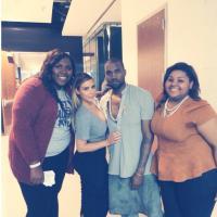 Kim Kardashian généreuse avec une fan pendant un concert de Kanye West