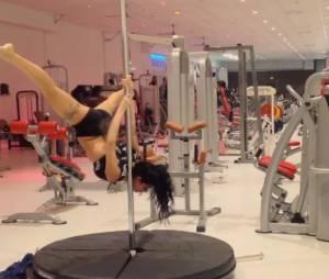 Les Marseillais à Cancun : Shanna sexy lors de ses séances de pole dance