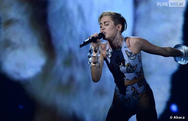 """Miley Cyrus rate le prix de la """"personnalité de 2013"""""""