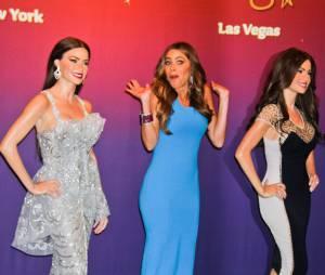 Sofia Vergara et sa poupée de cire chez Madame Tussaud à Las Vegas.