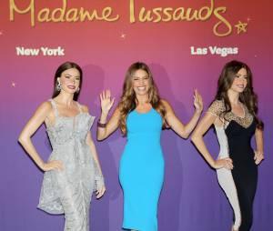 Sofia Vergara et ses deux statues de cire chez Madame Tussaud à Las Vegas.