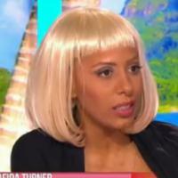 Afida Turner : ultra décolletée et blonde, elle se (re)lâche dans Le Mag de NRJ 12