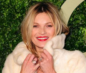 Kate Moss : fourrure et rouge à lèvres rouge pour les British Fashion Awards en 2013