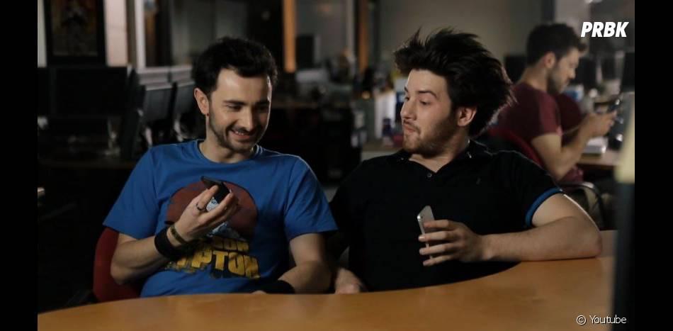 SURICATE (Golden Moustache) ont imaginé ce à quoi pourrait ressembler la discussion de deux Siri