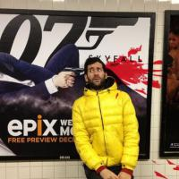 [INSOLITE] Un homme se fait tirer dessus par des affiches de films dans le métro