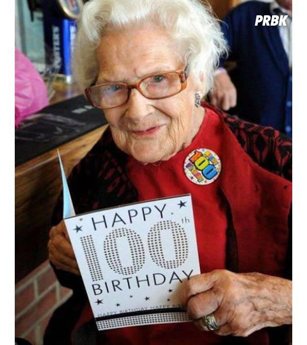 """La photo la plus : """"100 ans et (presque) toutes mes dents."""""""