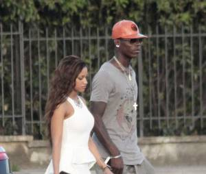 Mario Balotelli et sa petite amie Fanny Neguesha résident en Italie