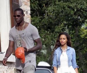 Mario Balotelli et sa fiancée Fanny Neguesha : une embrouille en boîte de nuit avec un photographe ?