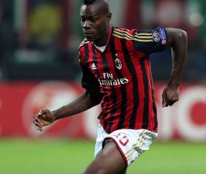 Mario Balotelli, le footballeur de l'AC Milan, aurait agressé un paparazzi