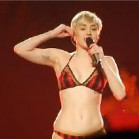 Miley Cyrus : en sous-vêtements sur scène, nouvelle provoc ?