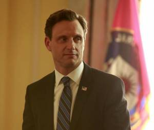 Scandal saison 3, épisode 16 : Tony Goldwyn sur une photo